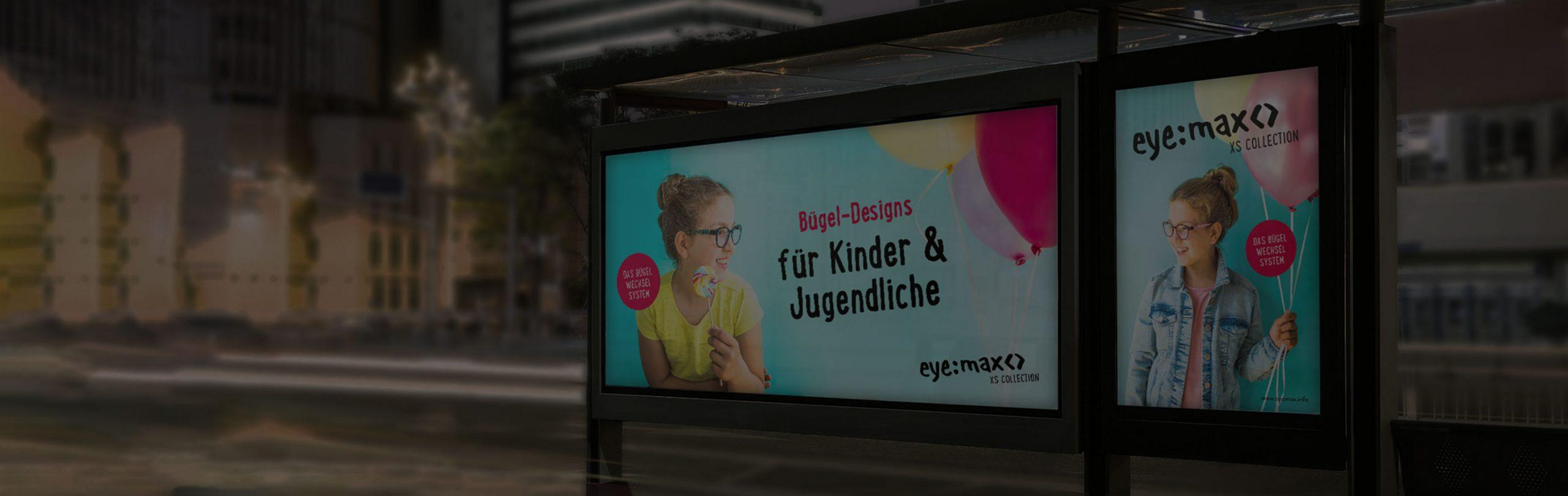 Citylight Plakat und Banner Display in der Stadt am Abend – eymax für Kinder